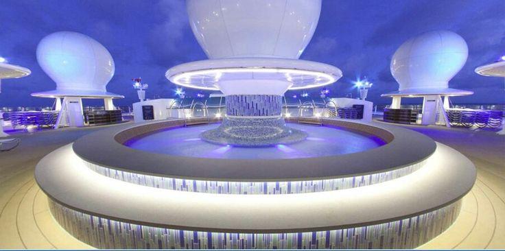 La curiosa piscina Satélite del crucero Disney Fantasy  http://www.crucerista.net/blog/la-curiosa-piscina-satelite-del-crucero-disney-fantasy    #cruceros #viajes #vacaciones #disney