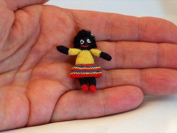 Meisjes pop golly is gebreid met Venne cotton 34/2 op naalden 0,8 mm. Het popje is gevuld met polyesther vulling en heeft geborduurde ogen. Het is