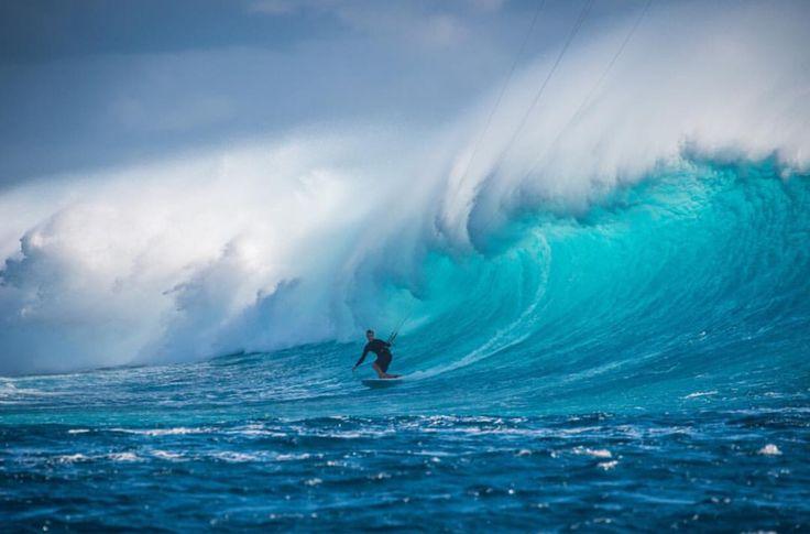 @beaupilgrim in beast mode at Cloudbreak, Fiji   Epic session captured by @franckgazzola  www.topheads.com.au #topheads #fiji #beaupilgrim #island #beastmode #surf #kitesurfing #bondi #beach #sunglasses #australia #yew
