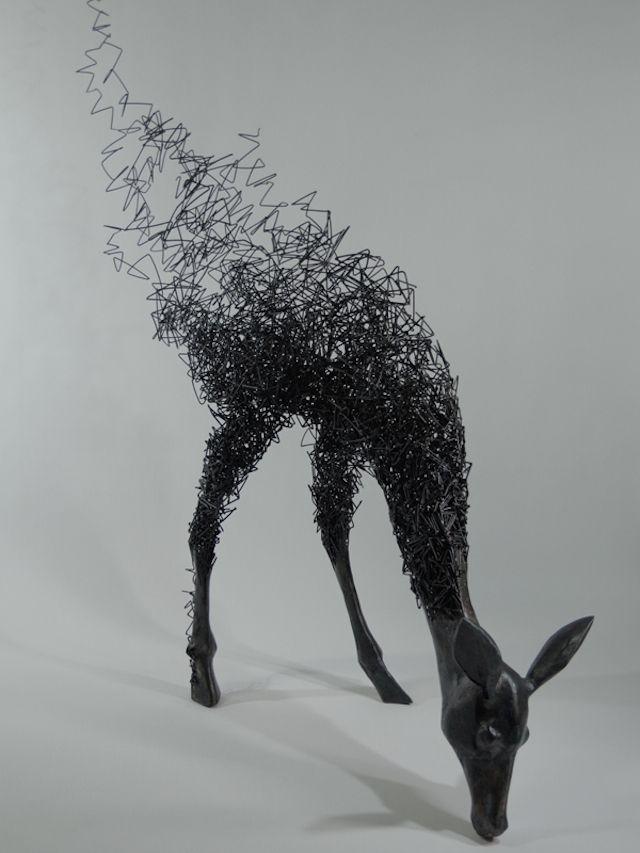 SCULPTURE : A la fois sculpteur et poète, l'artiste japonais Tomohiro Inaba compose de superbes représentations d'animaux à base de fils de fer et d'acier. Avec un aspect surréaliste et une accumulation de fils, ses créations nous plongent dans un univers unique.