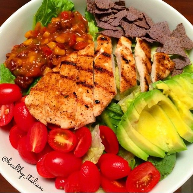 . Mexican Spicy Chicken Salad . By @healthy_italian . 1 4oz chicken breast seasoned and grilled romaine lettuce cherry tomatoes 1/2 avocado 3 tbsp black bean and corn salsa 6 crushed organic baked blue corn chips  Arrange and enjoy!