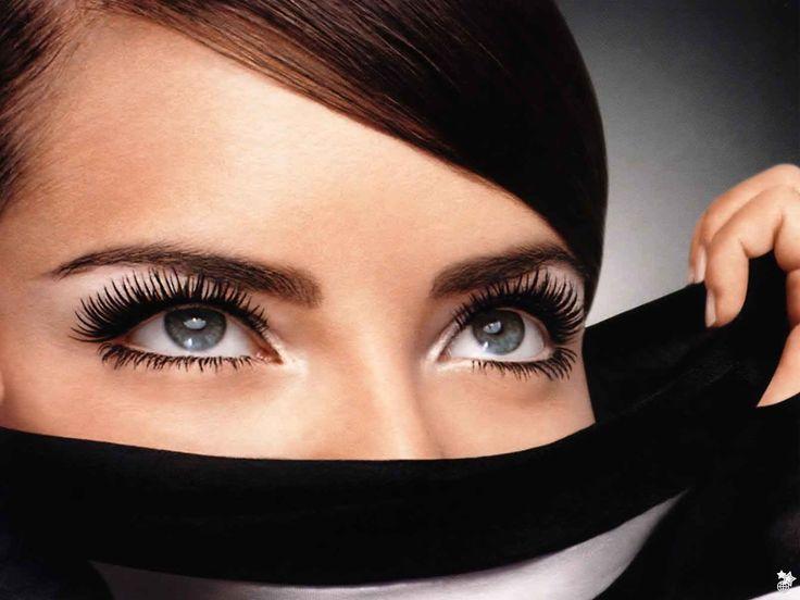 Tener las cejas definidas te ayudará a mantener una imagen limpia y fresca aún cuando no estés usando maquillaje. Por esta razón es importante que conozcas cómo debes depilarlas respetando la forma de tu cara.  Para las demás formas del rostro es bueno tomar en cuenta que la ceja debe comenzar sobre la esquina... Ver artículo