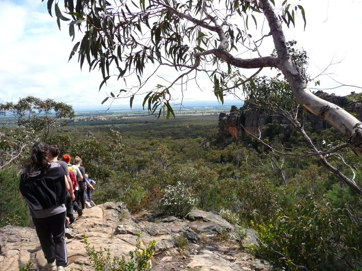 GRAMPIANS NATIONAL PARK..... Located 260kms to the west of Melbourne, Gariwerd is one of the largest national parks in the state.  This rugged country is a favourite with bush walkers and climbers.