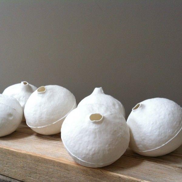 Calebasse en porcelaine - Format : H 11 x Diam 11 cm Objets inspirés de la nature et de ses imperfections et imaginés par le jeune designer neerlandais Bart Van Didden www.lereperedesbelettes.com