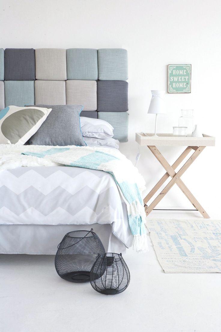 Lag din egen stilige sengegavl - alt du trenger er lim, limpistol, vatt, skumgummi og sponplate; http://www.rom123.no/gj%C3%B8r-det-selv/lag-din-egen-stilige-sengegavl/