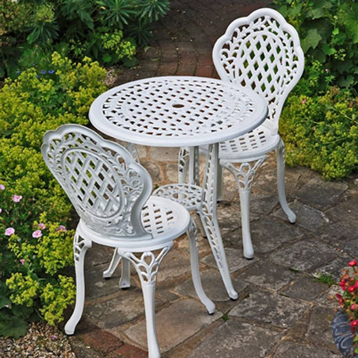 Lazy Susan Furniture   Ivy Bistro Set   Bistro Table with 2 matching Chairs    Cast. 25  beste idee n over Cast aluminium garden furniture op Pinterest