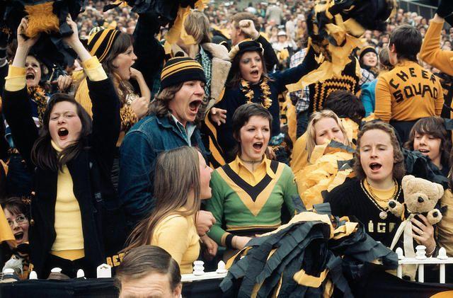 Richmond fans, Grand Final, MCG 1974 Melbourne Australia chromogenic print Rennie Ellis Photo (Australian Rules Football)
