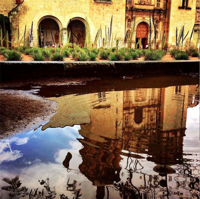 """Foto tomada por Pedro Vega Gutiérrez en Oaxaca, Mx Tomada con una cámara iSight de 8Mpxl Título: Cualquier angulo es perfecto para congelar un bello mometo. """"Mi foto es fantástica por que en un simple charco de agua refleja un monumento histórico del estado de Oaxaca, el El Templo de Santo Domingo de Guzmán un ejemplo de la arquitectura barroca novohispana."""" Pedro Vega Gutiérrez"""