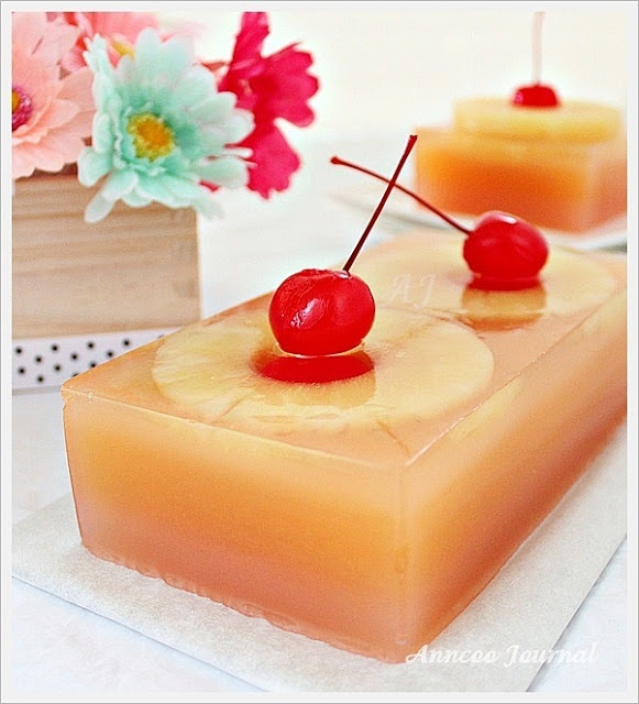 Pineapple Jelly:  It was a very simple recipe, a combination of pineapple, guava juice and agar agar powder.