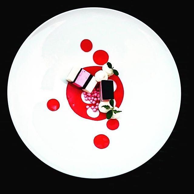 @chefgunterpaffendorf : English drop bavarois with strawberry jelly chocolate pearls and white chocolate mousse