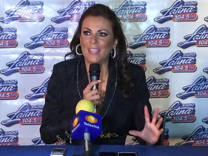 Edith Marquez en rueda de prensa previo a su parte en Mini Conciertos de Radio Latina 3/3