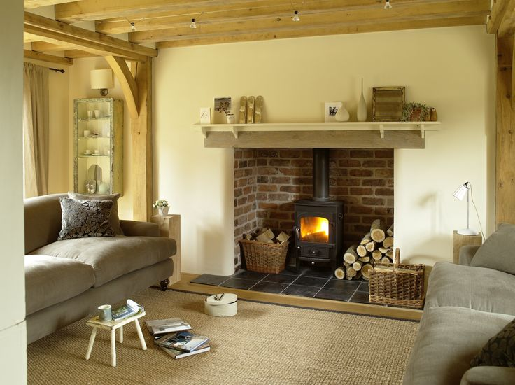 Border Oak - Pearmain Cottage - Oak beams in the Sitting Room give it a cosy cottage feel.