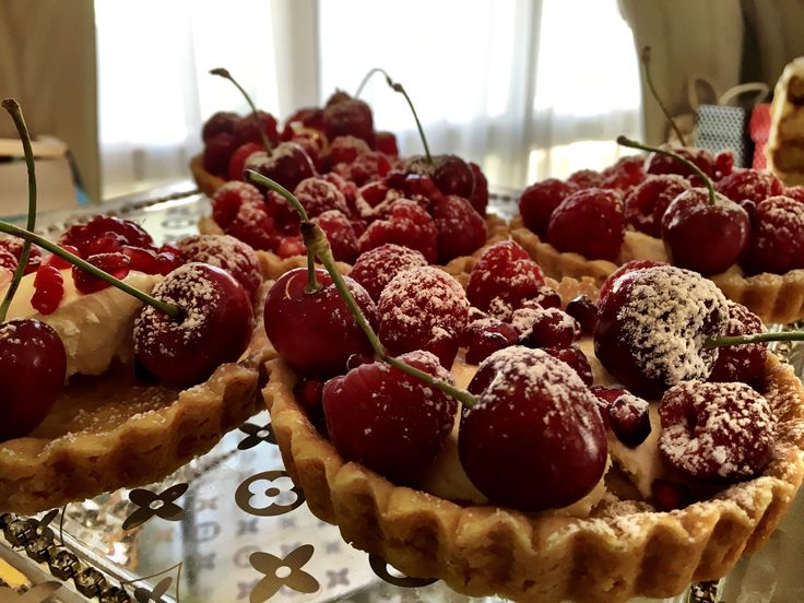 Mascarpone cherry tarts/ see thameenonline.wix.com/thameen