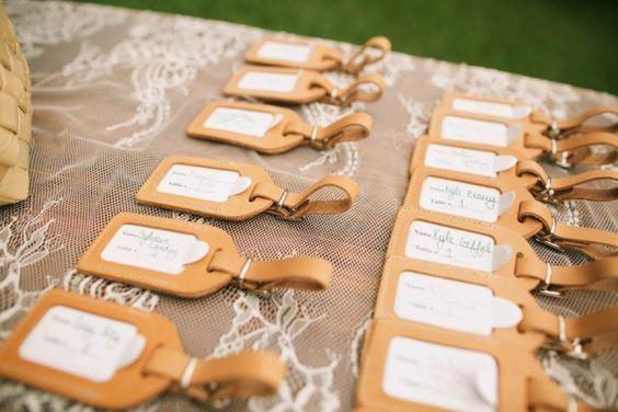 席札やエスコートカードにするとおしゃれ♡海外ウェディングで定番の『ラゲッジタグ』の結婚式活用法まとめ*にて紹介している画像