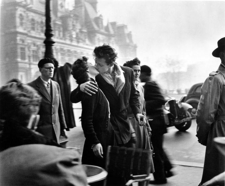 """""""Le baiser de L'Hôtel de Ville"""", Paris (also known as """"The Kiss""""), by Robert Doisneau (1950)"""