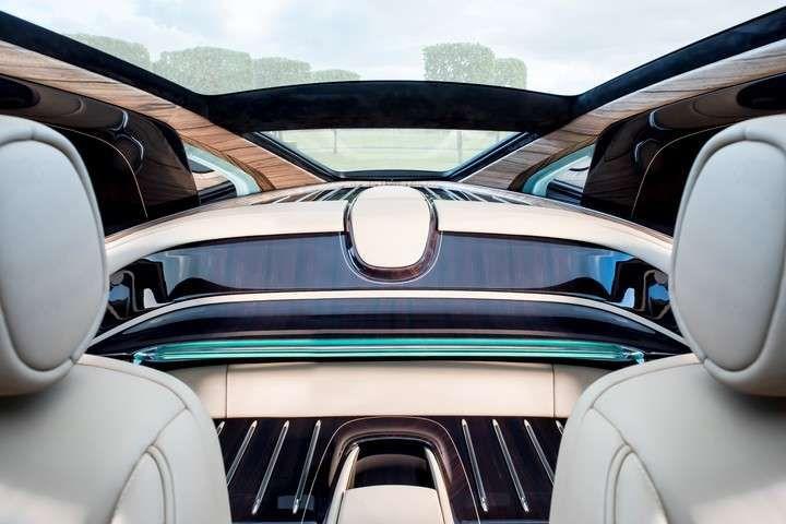 Cómo es el auto más caro del planeta Se trata del Rolls-Royce Sweptail, un encargo especial de un cliente de la marca, del que se construyó una sola unidad como si fuese un traje a medida. Lujo y exclusividad en su máxima expresión.