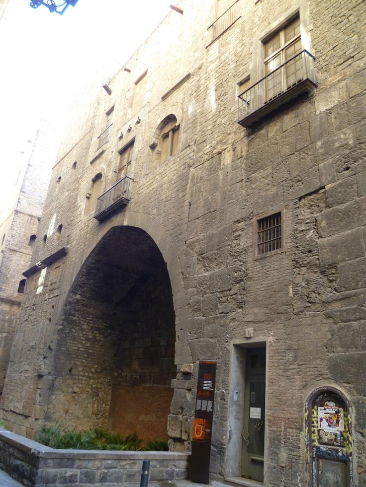 Publicamos la muralla romana de Barcino.