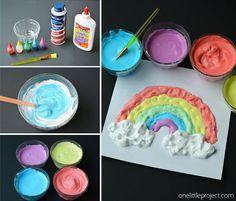 Esta receta pintura hinchada era un divertido y artesanía fácil para los niños a hacer!  Amaban la textura y lo pasó tan bien mezclado todo junto!