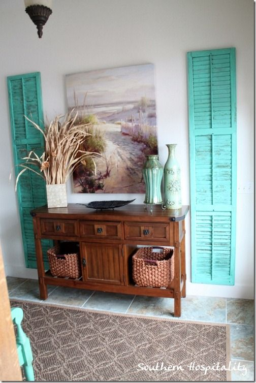 Inside the door is a nicely decorated foyer and it just screams beach, doesn't it?  I just might have to borrow this shutter idea.  Love those!