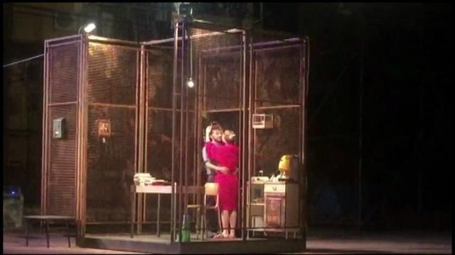 Recitano nel Bronx di Napoli, in un quartiere spesso balzato alla cronaca per crimini. La compagnia del Nest porta in scena lo spettacolo 'Gli...