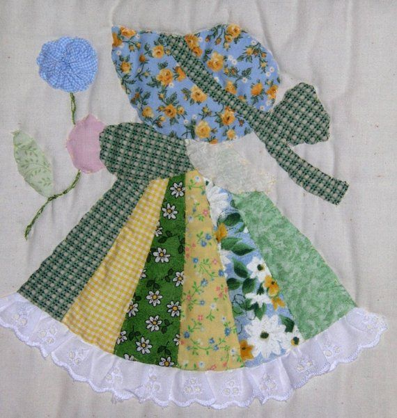 ¿No solo ves esta en cama su nieta o hija? Esta colcha es de 60 x 43 de ancho. Está cosida a máquina y acolchado a mano. Cada Sue es mano cosida en