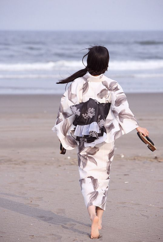 Yukata - something so beautiful and free about this picture. I just wanna do that.