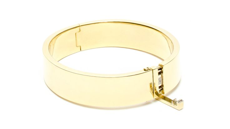 Affaire de Coeur 18k gold hinged bangle with hidden diamond pavé   Coléoptère