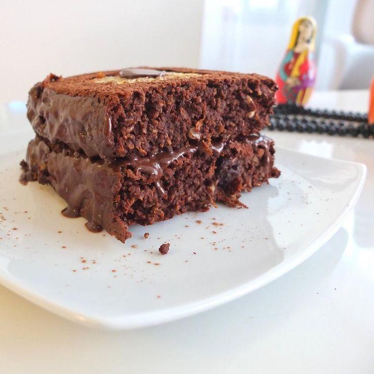 Feliz Viernes chocolatoso para todos   Esto es para una verdadera fanatica de las tortas o pasteles de zanahoria cake. La zanahoria es una de mis vegetales favoritos sobre todo para postres y mezclado con sabor a choco de verdad que es macabro! A quién mas le gusta?  CAKE CHOCO ZANAHORIA   3 huevos 2 cdas. Nutella fit (recuerda que la receta esta en mis publicaciones blog y facebook) tambien puedes usar peanut butter o aceite de coco 1/2 zanahoría rallada 1 cdta. polvo de hornear 1 cda de…