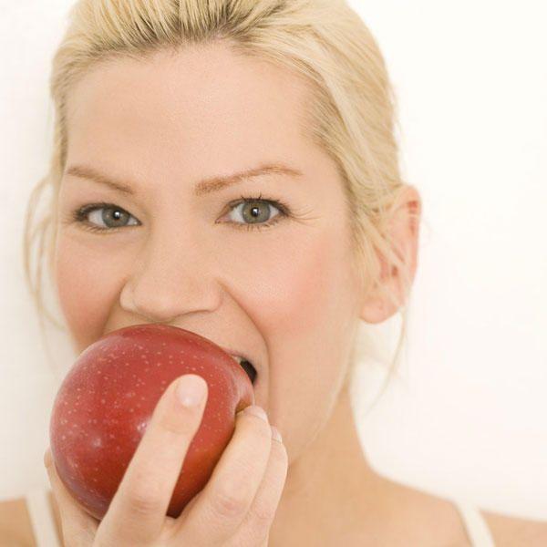 Lust auf einen Snack aber keine Lust auf das Hüftgold hinterher? Von herzhaft bis zuckersüß: Hier kommen die leckersten Snacks unter 150 Kalorien.