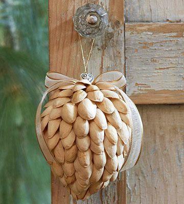 12 Amazing Natural DIY Christmas Ornaments
