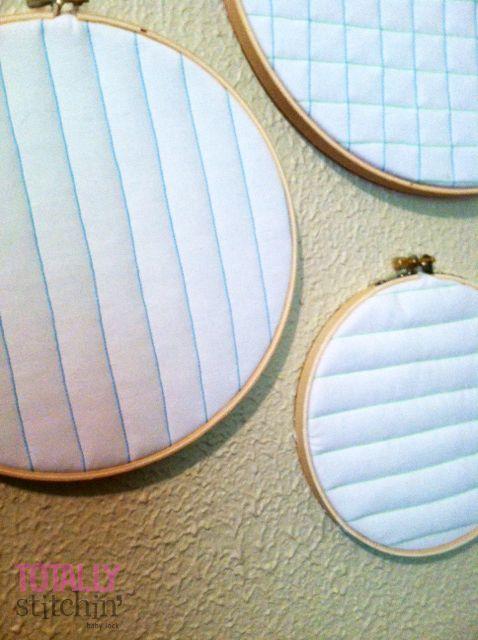 Estas tapeçarias acolchoadas divertidas e fáceis agora está pronto para ser pendurado! Totalmente Stitchin ': costura nacional Mês parede Trio Hanging