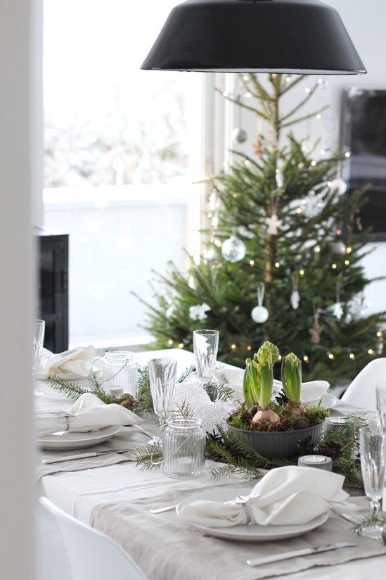 natural table setting for Christmas