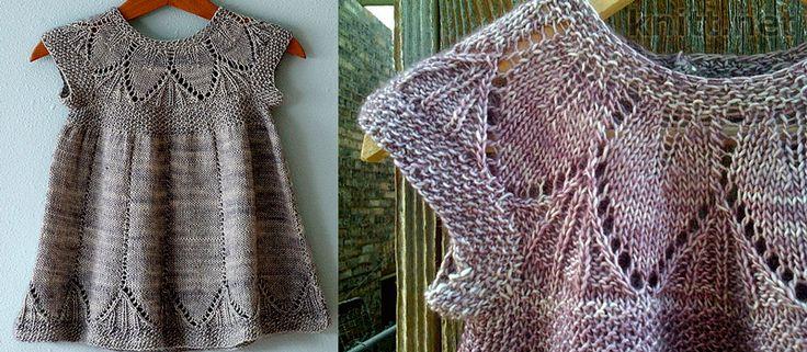 Маленькое детское платье с коротким рукавом выполнено из мягкой пряжи альпаки. Кокетка и подол платья изысканно декорированы ажурными листиками