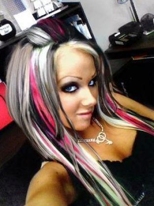 Love, love, love it. Love the contrast of black and blonde hair color with pink streaks...very sexy looking! If only I was young again so that I could wear this look...