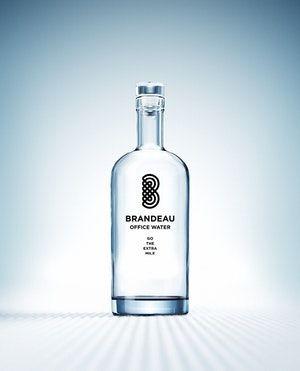 http://www.brandeau.ch I Brandeau Office Water. Go The Extra Mile Edition. Stylish swiss glasbottles to refill tap water at home or in the office. #brandeau #brandeaubottles #wasser #water #wasserflasche #wassertrinken #wassergenuss #hahnenwasser #stilleswasser #flasche #karaffe #wasserkaraffe #glasflasche #schweizerwasser #tapbottle #tapwater #bottledesign #design #waterbottledesign #waterbottle
