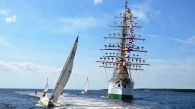 """El ARC """"Gloria"""", es el buque insignia de nuestra Armada Nacional y el embajador flotante de Colombia en los mares y puertos del mundo.  Informes www.haztemarino.mil.co y línea nacional 019003311201"""