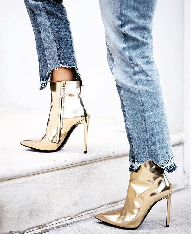 Metallic boots FTW   Click the link in bio to see our other favorite shoe styles of the moment. // Photo by @rebeccabotin