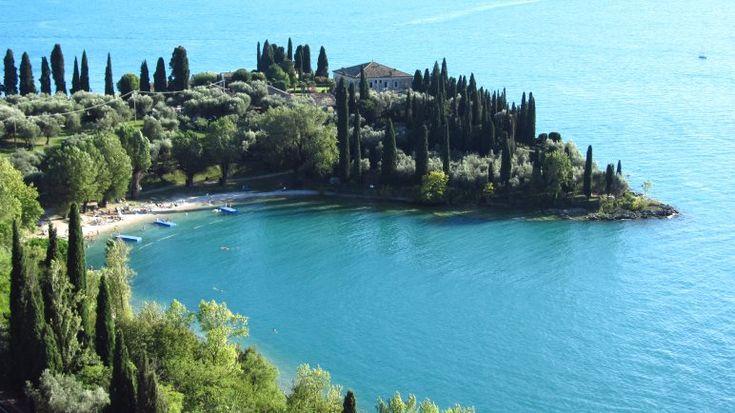 Der Badestrand der Baia delle Sirene im Sommer #GCblogtour13 @GardaConcierge @Uli ( auf-den-berg.de )