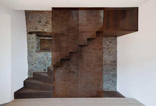 HOUSE IN UMBRIA BY MEDIR ARCHITETTI The Italian architecture firm Medir Architetti has renovated a former factory in a small village in the Umbria region. www.thefacedesign.com