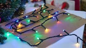 navinutí vánočních světelných řetězů na karton - řetězy se nezamotají ani nepolámou
