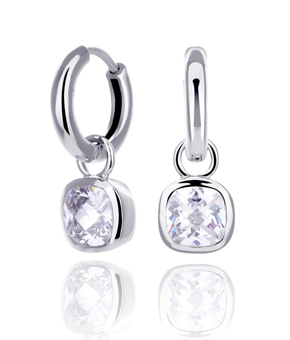 Vandaag geen kleur, maar neutrale sprankelende sieraden. KAGI #oorbellen droomhangers.  Materials: Clear cubic zirconias, set in double rhodium plated base metal Size: 1.0cm x 1.6cm