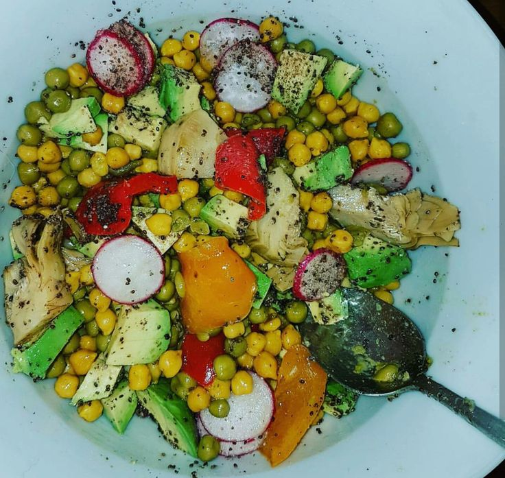 salad :) #radishes #peppers #vegan #chiaseeds #avocado #hempoil #healthybuzz #applecidervinegar #sweetcorn
