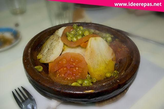 Tajine Marocain aux Légumes: Le tajine est une spécialité purement marocaine, aujourd'hui je vais vous présenter la recette pour préparer un tajine aux légumes et au poulet, un plat très savoureux et riche en vitamines.