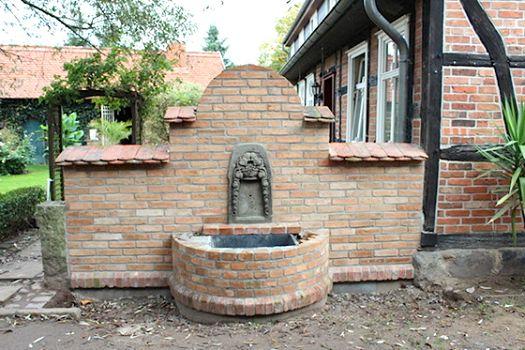 This #antique #outdoor #fountain adds a beautiful accent to every #garden! http://www.1-2-do.com/de/projekt/Ein-neuer-Brunnen-fuer-den-Hof-/bauanleitung-zum-selber-bauen/4000655/