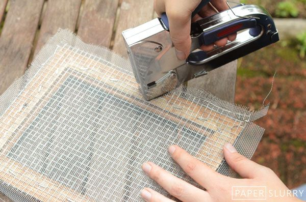DIY instructions for making a papermaking mold and deckle I really want to make paper! I just need a staple gun and the two wire and scrwen sheets. Brooke Lamartina