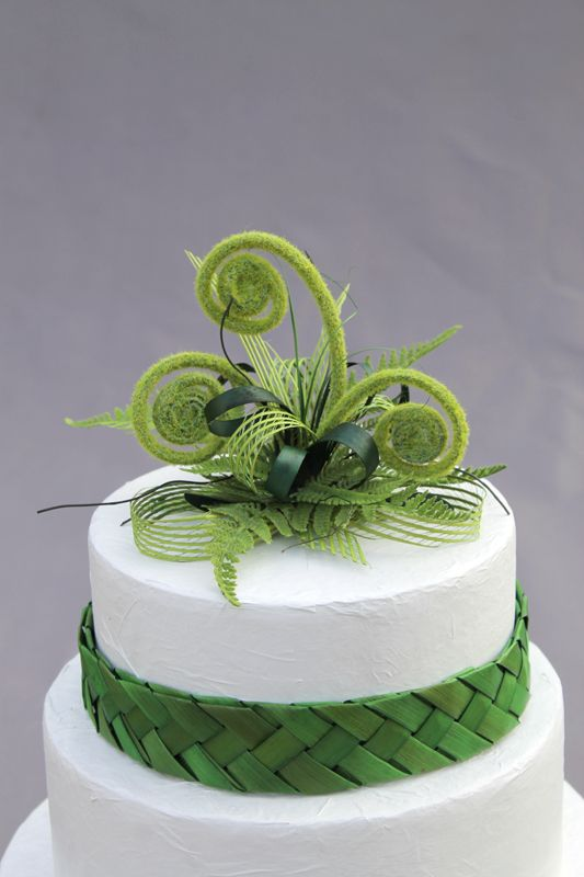 Vibrant and gorgeous, flax and fern cake topper by Artiflax