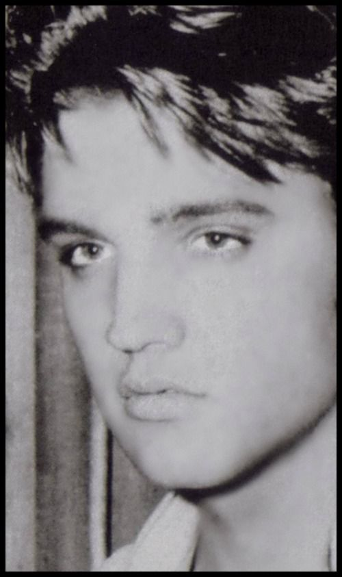 Elvis Presley 1935 - 1977 (age 42) https://en.wikipedia.org/wiki/Elvis_Presley