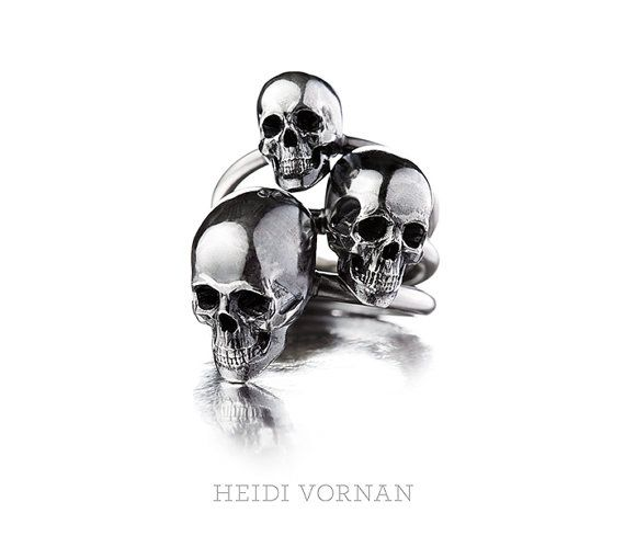 Skull ring from oxidized 925-silver with 25mm wide by HeidiVornan