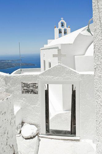 Het minder bekende dorpje Imerovigli op Santorini is perfect te bereiken per huurauto van Sunny Cars.
