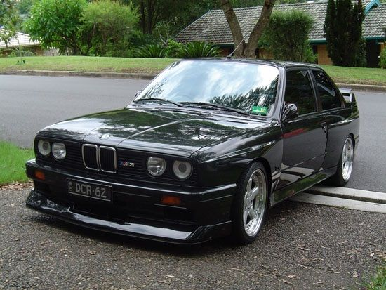 Awesome modified E30 BMW M3 with AC Schnitzer wheels